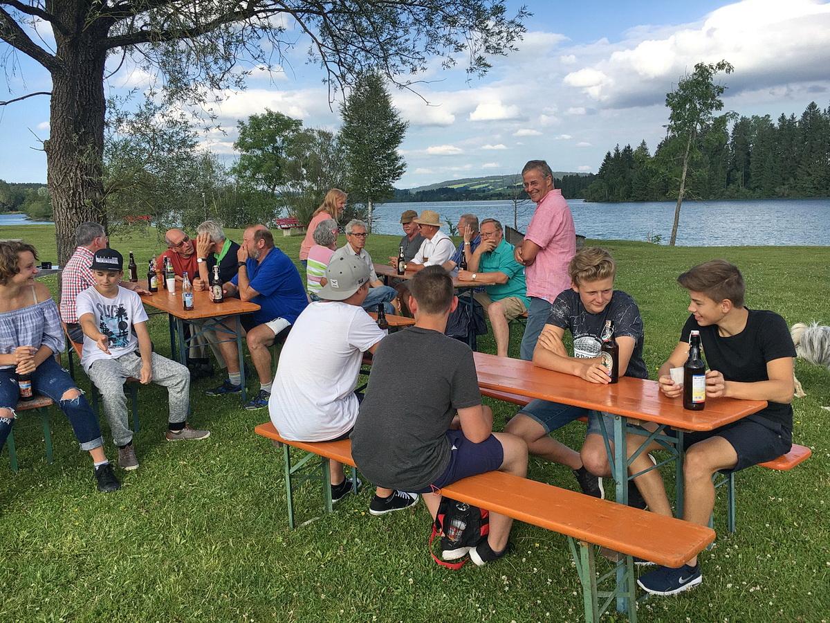Auch unser jungen Helfer sind der Einladung zum Grillen am Lech gefolgt